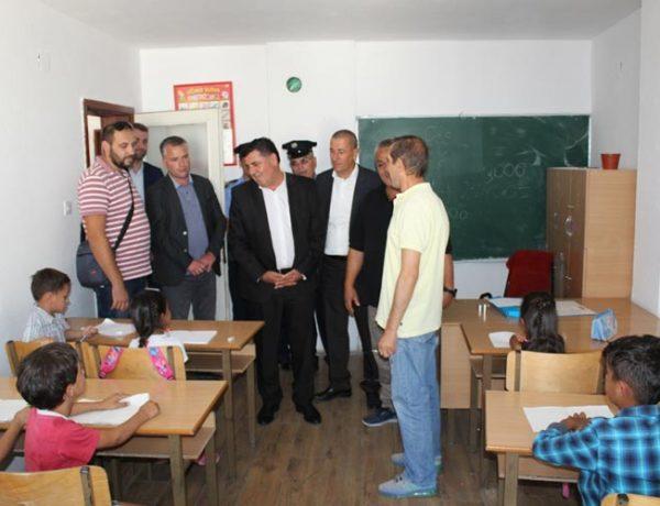 Haziri takon komunitetin romë, konfirmon angazhimin e tij për kushte më të mira për ta
