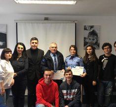 Këshilli i nxënësve të DKA ndanë mirënjohje për njësitin e Policisë në Komunitet