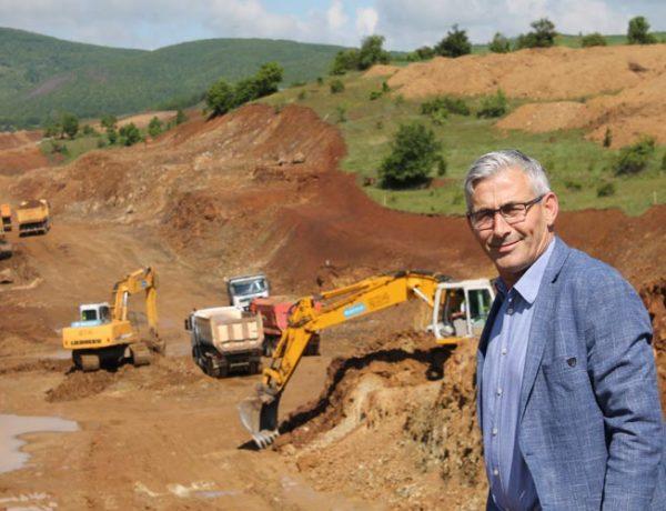 """Kadriu: Autostrada """"Agim Ramadani"""", e vulosë lidhjen e kombit, për pak muaj nisin punimet në drejtim të """"Dheut të Bardhë"""""""