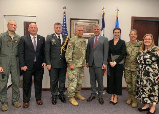 Thaçi viziton Gardën Kombëtare në Iowa, takon pjesëtarët e FSK