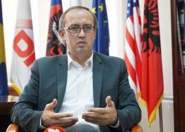 Fjalët e para të kryeministrit Hoti para gazetarëve: Do t'i dalim zot vendit, do të punojmë edhe me opozitë