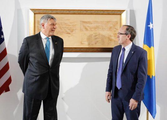 Hoti-Kosnett: SHBA do të vazhdojë mbështetjen për Kosovën për të përmirësuar marrëdhëniet rajonale