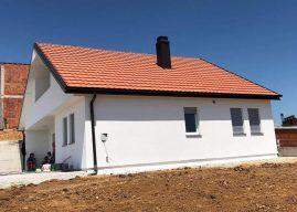 """Donatori Banush Neziri dhe shoqata """"Dobrosini"""" në Zvicër bëjnë me shtëpi familjen katër anëtarësh"""