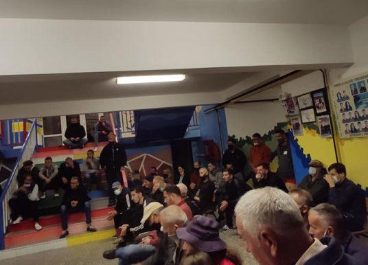 Nuk lejohet protesta e këshillit protestues kundër riorganizimit të shkollave në Kamenicë