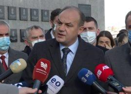Hoxhaj bën homazhe në Reçak, përmend të arrestuarit nga Specialja: Do të kthehen faqebardhë