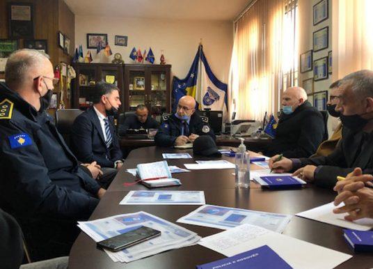 Diskutohet për parandalimin e incidenteve të mundshme kriminale në shkollat e Gjilanit