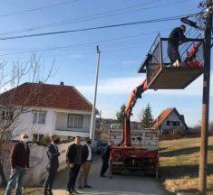 Fillon ndërrimi i poçave të ndriçimit publik në fshatrat e Kamenicës