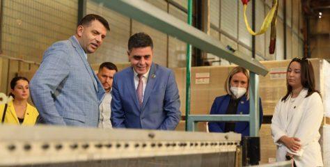 "Gagica viziton fabrikën e qelqit ""Grid Grup"""
